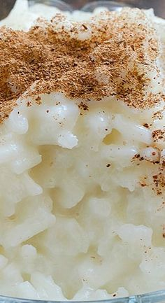 Cinnamon Rice Pudding - creamy, healthy and so delicious dessert! This Cinnamon Rice Pudding is very easy to make and turns out so rich and tasty! Rice Pudding Recipes, Pudding Desserts, Köstliche Desserts, Delicious Desserts, Dessert Recipes, Yummy Food, Rice Puddings, Tasty, Plated Desserts