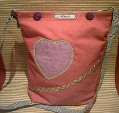 Süße Kindertasche mit Herzapplikation