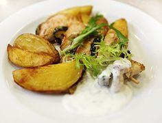 Denné menu Vranov | Grilovaný kurací špíz, opečené zemiaky, cesnakový dressing - reštaurácia Hotel Patriot*** #hotel #restauracia #dennemenu