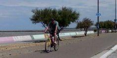 Bicicleta por playa, no hay viento que me de tenga- Playa Unión Rawson Chubut Argentina.