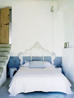 Beautiful Fake Headboard Diy - Headboards are among the amazing features of a modern bedroom setup as it raises the elegant feel of your own bedroom and Antique Headboard, Old Headboard, Custom Headboard, Diy Headboards, Headboard Ideas, Headboard Cover, How To Make Headboard, Diy Home Decor Bedroom, Bedroom Ideas
