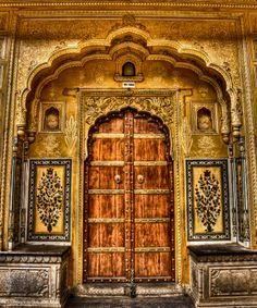 A door locked in time. by Robin  Srivastava, via 500px