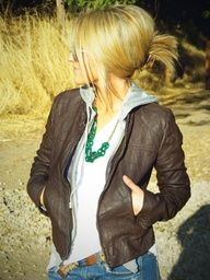 Stylin Mommies--- every day moms style blog-- I love this jacket.