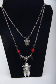 Handmade item Materials: metal chain, frosted pearls, glass, rubberised beads, metal, garnet, haematite
