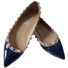 Pre-owned Valentino Navy Rockstud Patent Ballerina Flats (8,665 MXN) ❤ liked on Polyvore featuring shoes, flats, navy, ballet shoes, flat shoes, pointed toe ballet flats, ballet flat shoes and navy blue flats