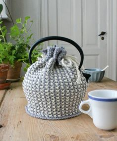 Blødt til boligen Archives - susanne-gustafsson. Crochet Home, Knit Crochet, Knitting Patterns, Crochet Patterns, Tea Cozy, Hygge, Diy And Crafts, Blog, Inspiration