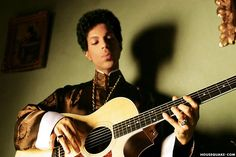 Rare pic of Prince playing acoustic guitar 2004. Musicology Era