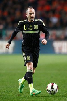 Andres Iniesta Photos - Spain v Ukraine - EURO 2016 Qualifier - Zimbio