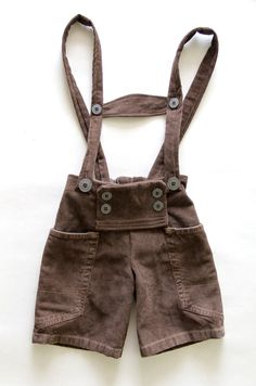 Dirndl and Lederhosen DIY - The Sewing Rabbit - - Dirndl and Lederhosen DIY – The Sewing Rabbit Eva's sewing ideas Dirndl and Lederhosen DIY – The Sewing Rabbit Virginia Beach, German Outfit, Shirt Designs, Suspenders For Boys, Festival Costumes, Costume Patterns, Boy Costumes, Boy Shorts, Suits