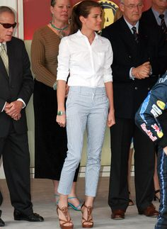 Picture of Charlotte Casiraghi Work Fashion, Fashion Pants, Fashion Outfits, Charlotte Casiraghi Style, Princess Charlotte Of Monaco, Seersucker Pants, Capri Outfits, Estilo Real, Outfits Mujer