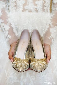 WedLuxe– Gilded Dynasty | Photography: Hong Photography and Cinema Inc. Follow @WedLuxe for more wedding inspiration!
