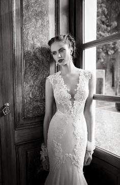 #robe #mariage #mariée | http://www.toutpourmonmariage.com/2013/12/les-prestigieuses-robes-de-mariee-de.html