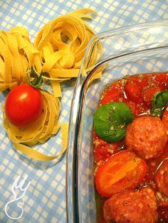 Tagiatelle z pulpecikami.    Smak Italii?? Nie wiem nie byłam. Smak mojego ulubionego warzywa ( dla niektórych owocu) TAK!  Pomidory występują w wielu kolorach, kształt... Vegetables, Food, Essen, Vegetable Recipes, Meals, Yemek, Veggies, Eten