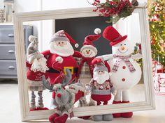 Six trends for an unforgettable Christmas - Oscar Wallin Silver Christmas Decorations, Christmas Tablescapes, Rustic Christmas, Christmas Wreaths, Christmas Crafts, Christmas Ornaments, Holiday Decor, Christmas Store, Christmas Scenes