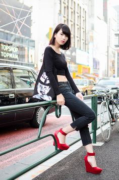 101 Chic College Girl Fashion Outfits to be appealing Street Style Outfits, Asian Street Style, Tokyo Street Style, Japanese Street Fashion, Tokyo Fashion, Harajuku Fashion, Mode Outfits, Kawaii Fashion, Korean Fashion