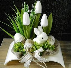 7 Beautiful Easter Flower Arrangements As Your Table Decoration Easter Flower Arrangements, Easter Flowers, Easter Projects, Easter Crafts, Easter Decor, Easter Centerpiece, Bunny Crafts, Diy Centerpieces, Easter Ideas