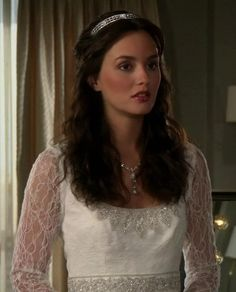"""Season 5 of Gossip Girl begins with Serena working in L., Blair rethinking her engagement to Louis, and Chuck living life in the """"yes"""" lane. Episode """"Yes, Then Zero,"""" aired on September Blair Waldorf Wedding, Blair Waldorf Hair, Blair Waldorf Outfits, Blair Waldorf Style, Estilo Gossip Girl, Gossip Girl Blair, Gossip Girls, Blair Fashion, Gossip Girl Fashion"""