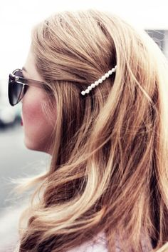 The 2019 Hair Trend you're Going to Want in On - The hot accessory of 2019 are hair accessories! Embellished hair accessories are a major hair trend! Statement hair pins and barrettes, pearl hair accessories - Pretty Hairstyles, Braided Hairstyles, Wedding Hairstyles, Medium Hairstyles, Hairstyle Ideas, Fashion Hairstyles, Simple Hairstyles, Spring Hairstyles, Hairstyles Haircuts
