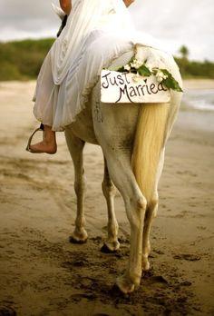 ride away on horseback with a hand-painted driftwood sign. Green Wedding Ideas b… - Hochzeit Horse Wedding Photos, Wedding Fotos, Wedding Pictures, Celebrity Wedding Photos, Cowgirl Wedding, Wedding Car, Wedding Ideas, Fall Wedding, Wedding Attire