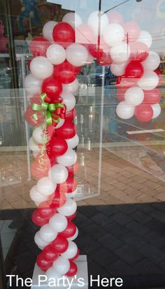 1000 images about balloons for christmas on pinterest for Candy cane balloon sculpture