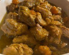 ΛΕΜΟΝΑΤΟ ΧΟΙΡΙΝΟ ΚΑΤΣΑΡΟΛΑΣ Υλικα!! 1 κιλο κρεας χοιρινο απο λαιμο κομμενο σε κυβους 2 κρεμμυδια μεγαλα 2 καροτα 1 σκελιδα σκορδο 1 κουτι κο... Pork Bacon, Bacon Sausage, Greek Recipes, Chicken Wings, Ham, Yummy Food, Delicious Recipes, Curry, Beef