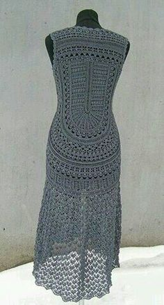 Ideas crochet sweater coat gray for 2019 Crochet Coat, Crochet Shawl, Crochet Yarn, Crochet Skirts, Crochet Clothes, The Dress, Dress Skirt, Gray Dress, Crochet Designs