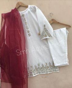 Beautiful Pakistani Dresses, Pakistani Formal Dresses, Pakistani Fashion Party Wear, Pakistani Dress Design, Pakistani Outfits, Eid Dresses, Stylish Dresses For Girls, Wedding Dresses For Girls, Simple Dresses