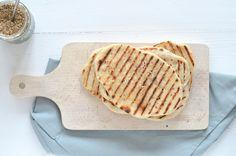 Zelf naanbrood maken is super makkelijk, dit recept van maar 2 ingrediënten kan iedereen maken.