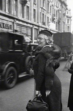 Regent Street, London, 1934.  photo E.O. Hoppé