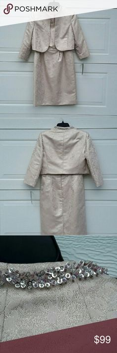 Stunning mother of the bride dress NWT.  Removable three quarter length sleeve jacket Elie Tahari Dresses Wedding