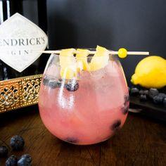 Gin Tonic Recetas, Bebida Gin, O Gin, Gin And Tonic, Canapes, Food Design, Sweet Recipes, Candle Jars, Food Porn