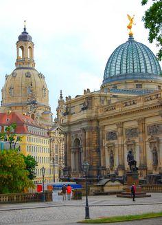 On de left is de Church of Our Lady n on de right de cupola of de Academy of Art in Dresden-Altstadt, Dresden, Saxony_ Germany