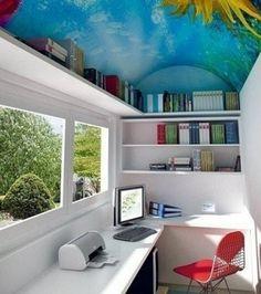 Komolyabb hely igény esetén már alaposan át kell gondolnunk a balkon beépítését és elrendezését, de semmi sem lehetetlen. Mappák, nyomtató, számítógép, és még a kilátás is gyönyörű. Kinek ne lenne kedve itt dolgozni??