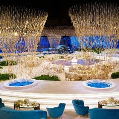CRYSTAL OVERDOSE 💫 Can you handle all that sparkle !? 😍 This spectacular wedding setup filled with golden crystal tornadoes left all the guests in awe, who loves this too !? ______________________ ▪︎Wedding planner and designer : @lemariage. ▪︎Photographer: @pulseproduction.