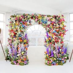 This  arch is EVERYTHING. #rg @veeverscarter : @amy.oboyle #floralarch