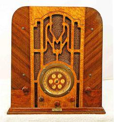 Balkeit Radio Model Around the World tombstone 1934 World Radio, Radio Antigua, Antique Radio, Timber Wood, Music Radio, Steam Punk, Vintage Wood, Telephone, Jukebox
