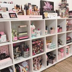 Makeup vanity organization ideas best makeup storage ideas home decorators catalog bathroom vanities Rangement Makeup, Make Up Storage, Storage Boxes, Storage Containers, Vanity Room, Vanity Decor, Glam Room, Makeup Rooms, Makeup Room Diy