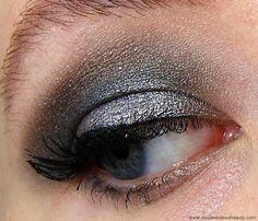 Urban Decay Smoked Eyeshadow Palette Look Mushroom, Loaded, and Kinky