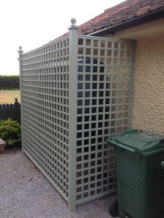 Direct square trellis as screening for oil tank, this would disguise the oil tank at the back would last longer than wicker fence panels Side Garden, Garden Trellis, Garden Gates, Trellis Gate, Trellis Panels, Trellis Ideas, Garden Entrance, Diy Trellis, Herbs Garden