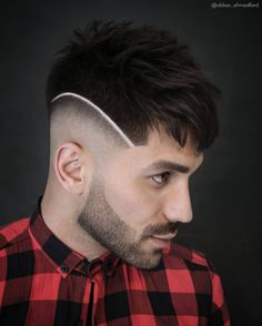 Types Of Bald Fade To Experiment With Spiky Top And Razor Line ❤️ There are many types of fade haircut men can play around Trendy Mens Haircuts, Haircuts For Wavy Hair, Cool Haircuts, Hairstyles Haircuts, Balding Hairstyles, Barber Haircuts, Medium Hair Cuts, Short Hair Cuts, Short Hair Styles