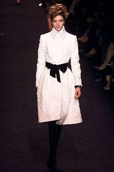 Saint Laurent Fall 2002 Ready-to-Wear Fashion Show - Mariacarla Boscono (Viva)…