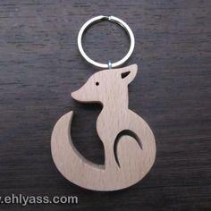Porte-clés en bois de hêtre petit loup en chantournage