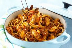 Here's everything they like on their pizza—all in a saucy, weeknight-quick pasta skillet. Happy spaghetti night, everyone! Garlic Pasta, Parmesan Pasta, Paella, Sauce Spaghetti, Slow Cooker Lasagna, Pepper Pasta, Stuffed Mushrooms, Stuffed Peppers, Kraft Recipes