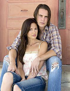tim and lyla from friday night lights. my two fav on the show. gosh, i need a new hobby other than watching this show on netflix! Minka Kelly, Best Tv Couples, Movie Couples, Cutest Couples, Taylor Kitsch, Friday Night Lights, Pretty People, Beautiful People, Tim Riggins