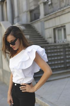 asymmetric top contacto, looks - Lady Addict