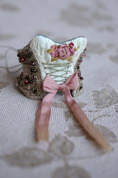 amazing tiny blythe sewing