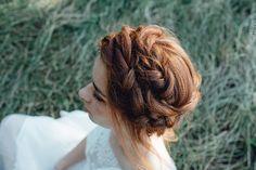 Chronique coiffure et maquillage beauty art coiffure lyon mariage rousse couronne tresse Lyon, Marie, Romantic Hairstyles, Recipes, Accessories