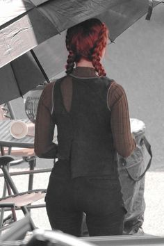 Scarlett Johansson in the Black Widow set for reshoot . Black Widow Avengers, Black Widow Movie, Black Widow Scarlett, Black Widow Natasha, Scarlett Johansson, Natalia Romanova, Natasha Romanoff, Winter Fashion Outfits, Gal Gadot