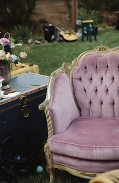 Use furniture as props in your wedding. Incorporate picture frames into your wedding #wedding #decor #idea