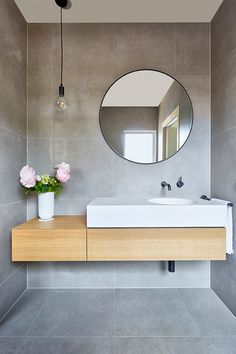 10 small bathroom design tips to maximise space — Homes to Love - Badezimmer Small Bathroom Organization, Bathroom Styling, Organization Hacks, Modern Bathroom, Master Bathroom, Tile Bathrooms, Rustic Bathrooms, Bathroom Mirrors, Small Bathrooms